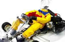 y1496 Overall für Fahrerpuppe für H.A.R.M Kart RK-